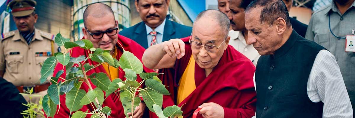 at-mit-dalai-lama-calls-for-better-stewardship-of-earths